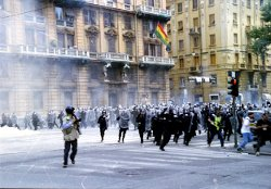 Genova-G8_2001-Carica.jpg