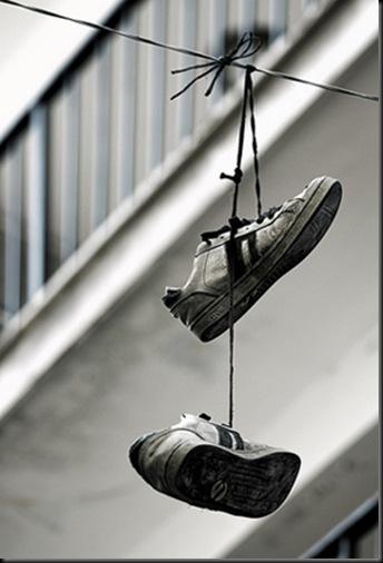 zapatos_colgados.jpg