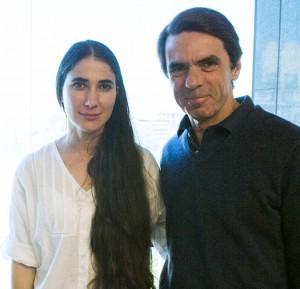 José Maria Aznar riceve Yoani Sanchez presso la FAES (Fundación para el Análisis y los Estudios Sociales) di cui è presidente (Madrid, 23 aprile 2013)