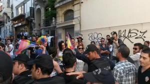 polizia blocca Istanbul gay pride 2015