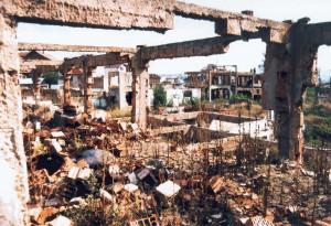 Kosovska Mitrovica: macerie di un quartiere rom.