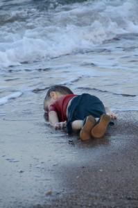 fotografo-foto-migrante-bambino-morto-turchia-043-body-image-1441382933