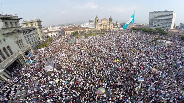 protesta_guatemala_piazza