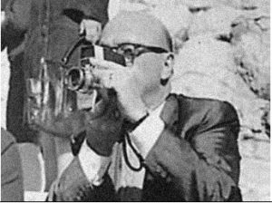 zapruder-with-his-camera